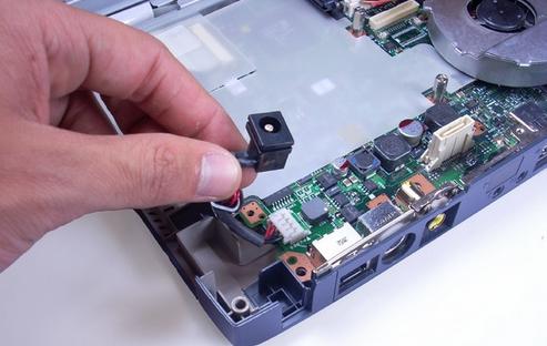 Thay nguồn laptop uy tín - giá rẻ tại Hiển Laptop